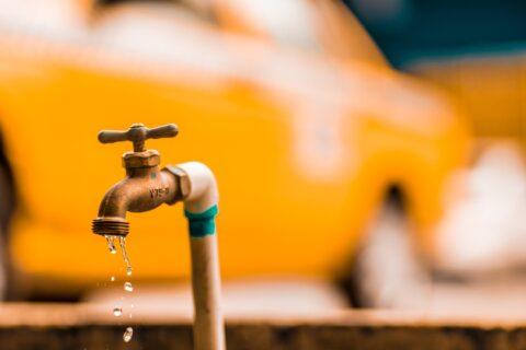 נזילת מים מברז חיצוני